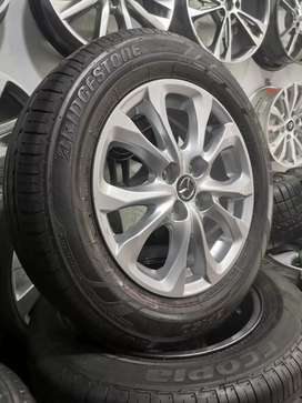 Rines Mazda 2 con llantas bridgestone  rf 185 65 15