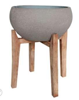 Matera con base en madera grande