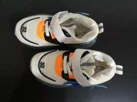 Zapatos nuevos para niña talla 25