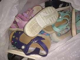 Vendo saldo de zapatos de niña de 3@4 años