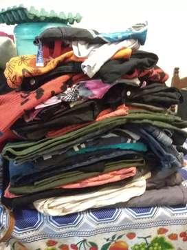 Vendo lotes de ropa usada en muy buen estado, la mayoría de buena marca