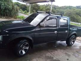 Vendo bonito nissan Hard body