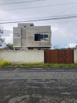 Casa de dos plantas (Obra gris) con terreno