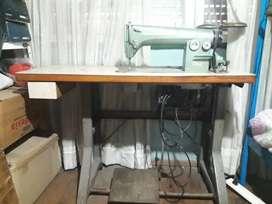 Máquina industrial recta marca Supreme.