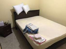 Cama 1.40 con colchón y nochero