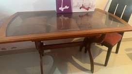 Mesa de comedor en  roble con vidrio excelente estado