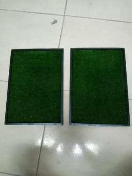 Tapete en caucho antideslizante para bioseguridad y desinfección con grama sintetica