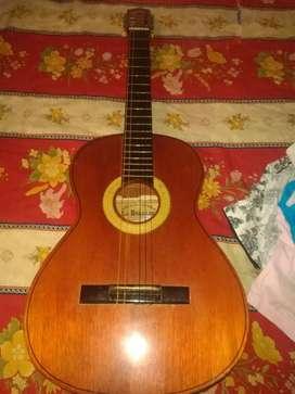 Se vende guitarra barata