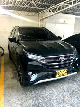 Toyota rush high negra modelo 2019