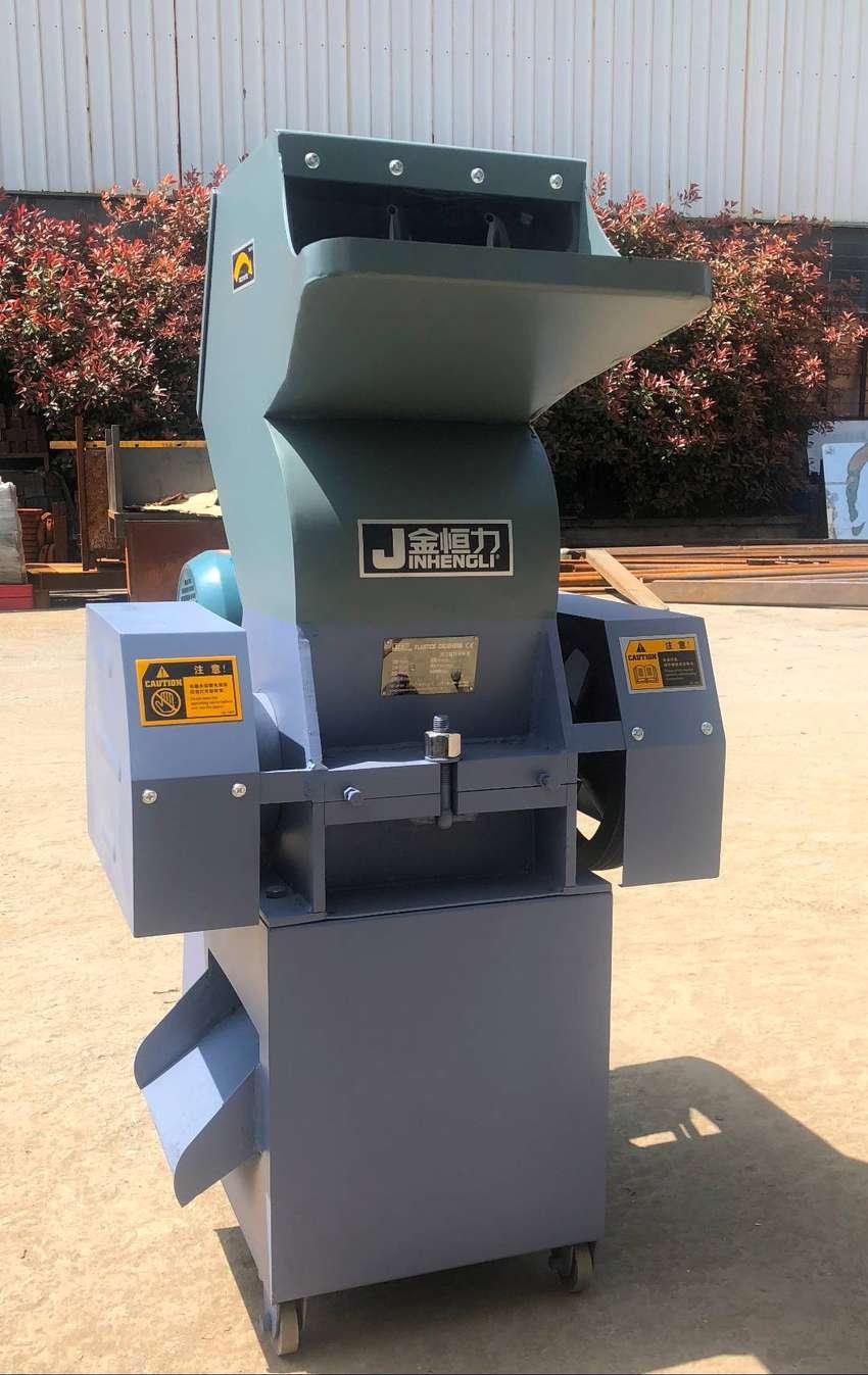 (Cod:7/8N) Molino para plástico RPM:550 HP5 Modelo:PC-250 0