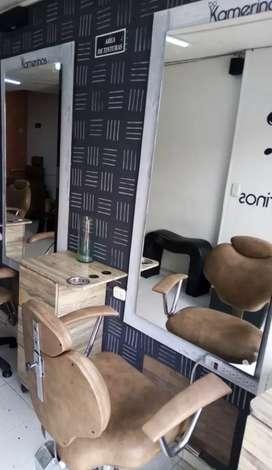 Espejo y silla peluqueria