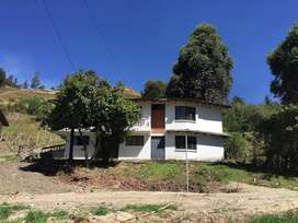 En Venta Terreno con Casa en el Capuli, Loja