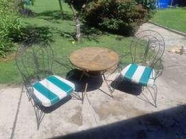 URGENTE vendo juego de mesa y sillones de hierro antiguo
