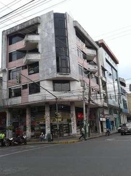 Se vende un Edificio esquinero y comercial en el Centro de la Ciudad de Quevedo