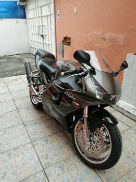 Moto honda CBR 954 RR año 2003