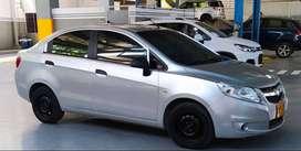 Chevrolet Sali LS color gris, modelo 2014, en excelente estado.