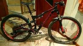 Vendo bonita bicicleta aro 29 doble suspencion full carbon