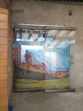 Dos puertas en vidrio templado