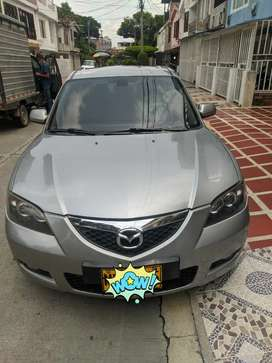 Mazda 3 en muy buen estado vidrios electrico de puertas y retrovisores pantallas de vide en cabeceros camara de reversa