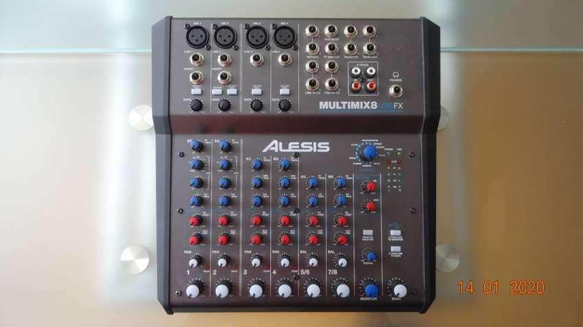 Consola Mixer Alesis MULTIMIX 8 USB FX 0