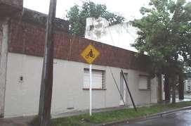 Casa y Galpón. Ovidio Lagos alt. 3100, Pasaje La Broca 2824, Rosario. Juntos o separados.