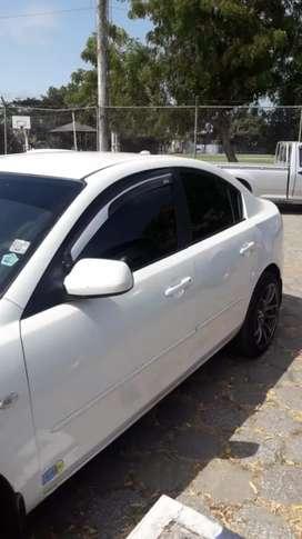 Mazda 3 color blanco
