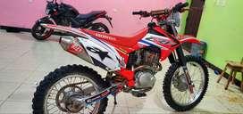 MOTO CRF 230cc