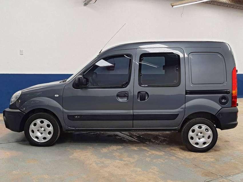 Renault KANGOO Confort 5asientos 2PLC 1,6 16 válvulas. Aire Dirección . Excelente . Furgon con asientos . 2 Puertas late 0