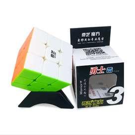 3x3 Qiyi Warrior W Stickerless + Base - Rubik Colombia