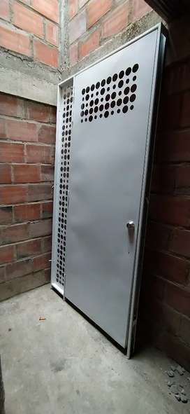 Vendo puerta metálica con marco