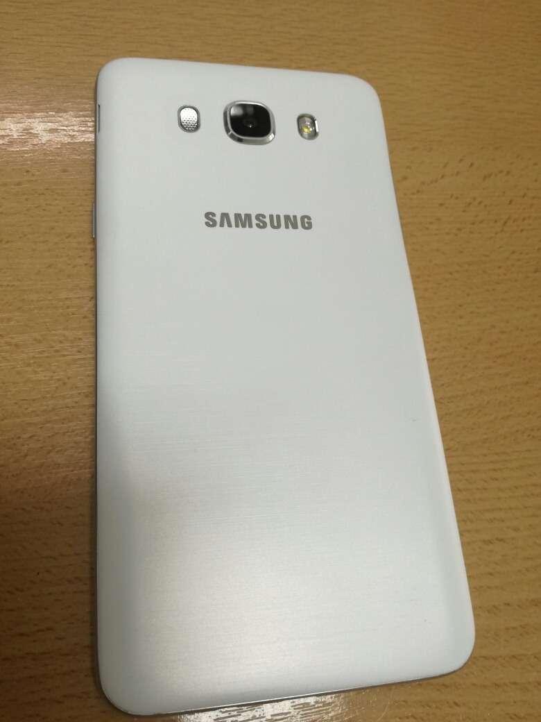 **Celular Samsung Galaxy J7** 0