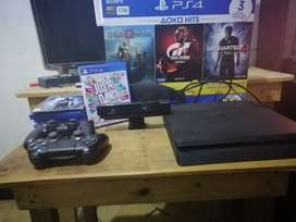 Se vende: PS4 slim de 1TB + juegos + controles + cámara.