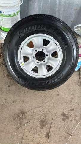 Cubierta Bridgestone 265/70 R16 H/t 840