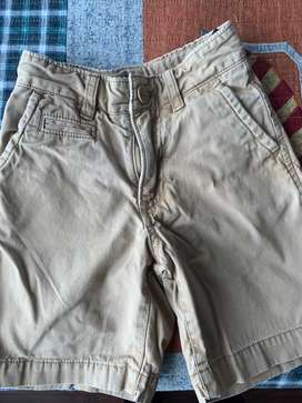 Bermudas gap. Color beige. Talle 5