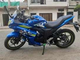 Se vende moto GSX 150