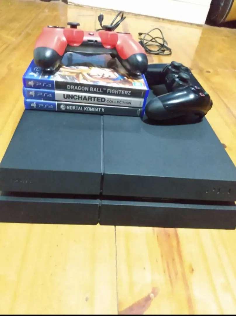 Ps4 fat 500gb usada+ 2 joystick + 3 juegos fisicos 0