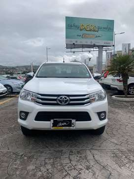 Toyota New Hilux SR - 2017