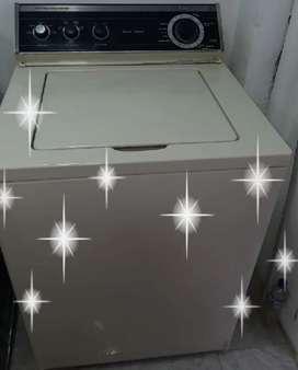 Se vende lavadora de marca whirpool americana de 24 libras