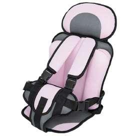 Silla de seguridad en vehículo para bebé