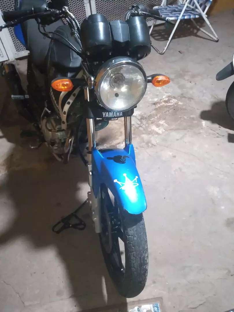 YBR ed full recibo moto menor valor de mí interés.a la moto le falta la cacha de la batería 0