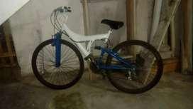 Bicicleta aro 26 en perfecto Estado con perillas de cambios recién puestos