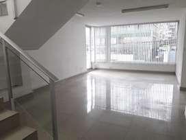 // Sector Mariana de Jesús!! Gran oficina en arriendo de 220m2 en dos niveles, Mall El Jardín