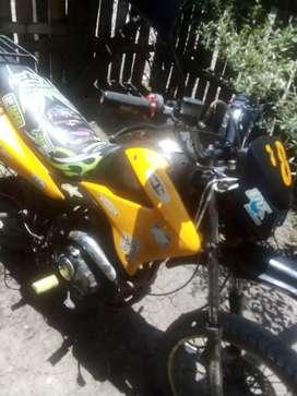 Vendo moto ranger 200