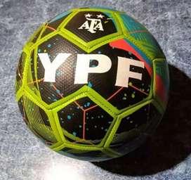 Pelotas de futbol ypf