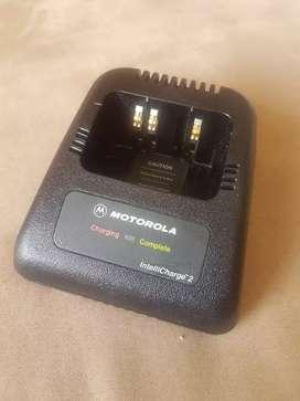 Cuna o base cargador para radiotelefonos Motorola Ht1000 línea Xts Mt