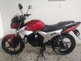 Vendo hermosa moto sz 150 yamaha modelo 2014 el precio es negociable papeles al día