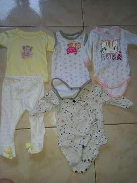 Vendo lote de ropa de dama, de caballero, de  niña de 0a 3 meses con pañales y de niño