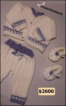 Saquito tejido con pantalón y zapatos a juego para bebés y niños