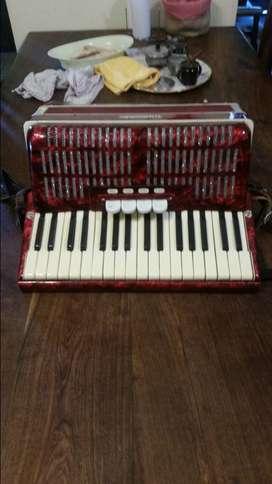 Vendo acordeon weltmeister de 48 bajos 4 registros segunda mano  San Nicolás de los Arroyos, Buenos Aires