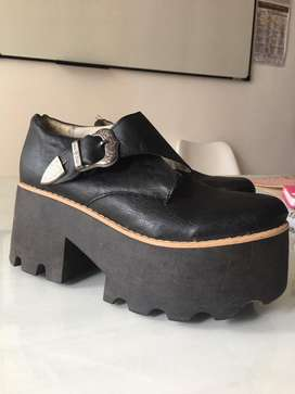 Zapato plataforma con hebilla negro